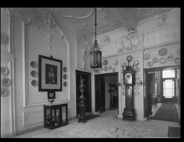 18e-eeuws woonhuis in zicht bij bioscoop Trianon